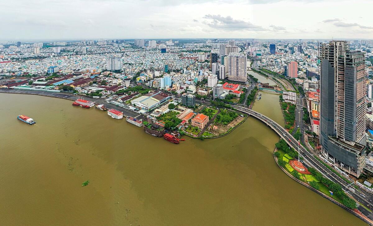 Cầu Khánh Hội nối quận 4 với khu trung tâm. Ảnh: Toàn Vương.