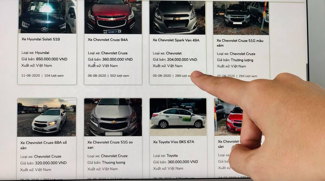 Danh sách ôtô được rao bán thanh lý của một ngân hàng. Ảnh: Quỳnh Trang.