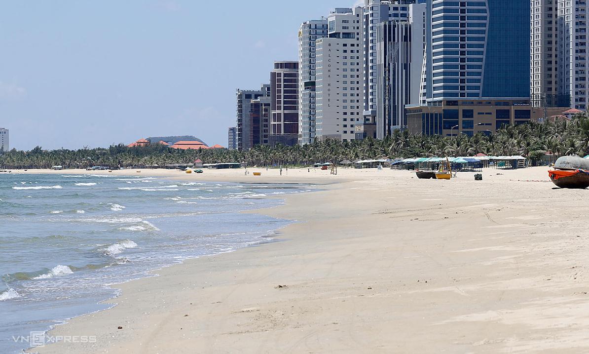 Khách sạn gần bãi biển Mỹ Khê cuối tháng 7, khi đợt dịch Covid-19 mới bùng phát. Ảnh: Nguyễn Đông