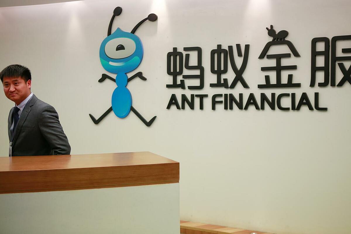 Logo của Ant tại trụ sở ở Hàng Châu. Ảnh: Reuters