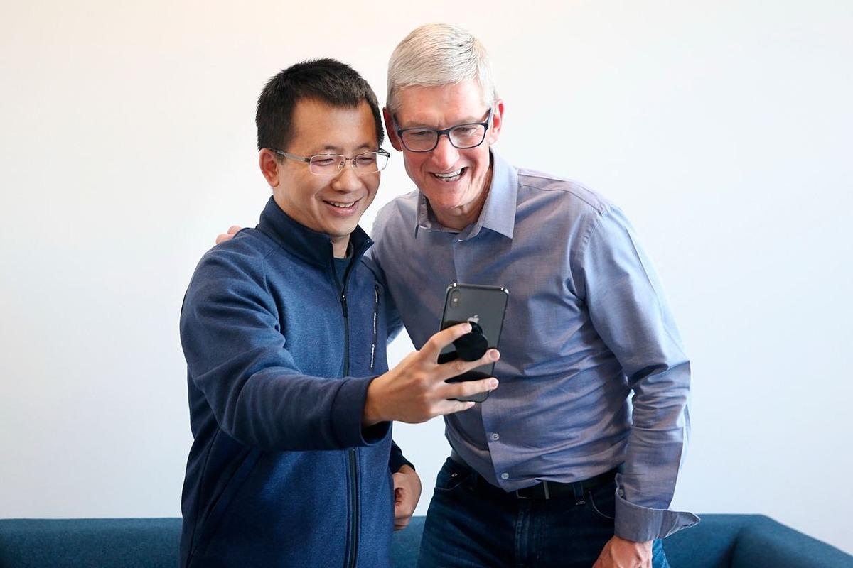 Zhang Yiming và CEO Apple Tim Cook tại trụ sở ByteDance tại Bắc Kinh tháng 10/2018. Ảnh: AP