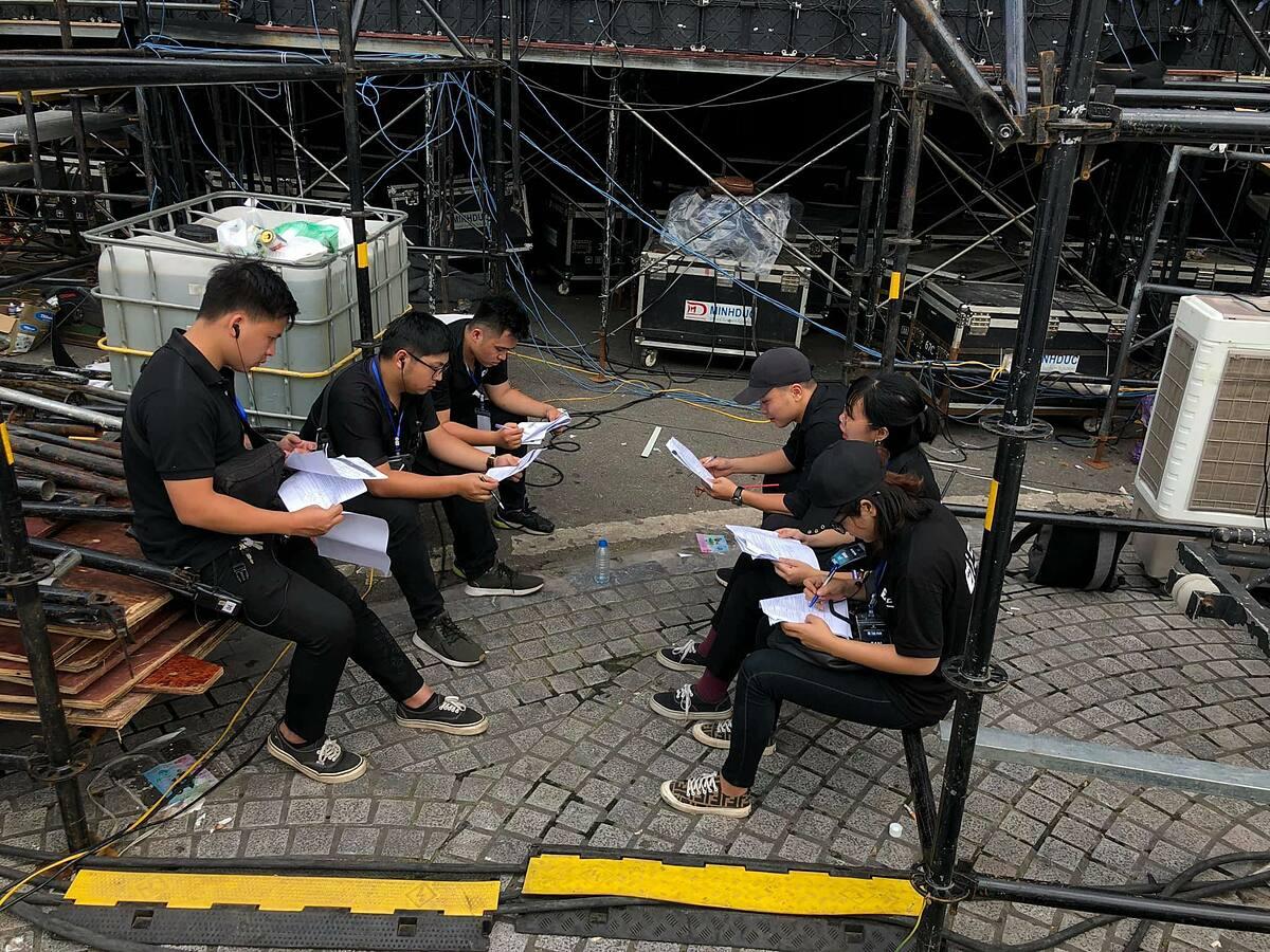 Một buổi chuẩn bị sự kiện của nhân viên của Backtage. Ảnh Backstage cung cấp.