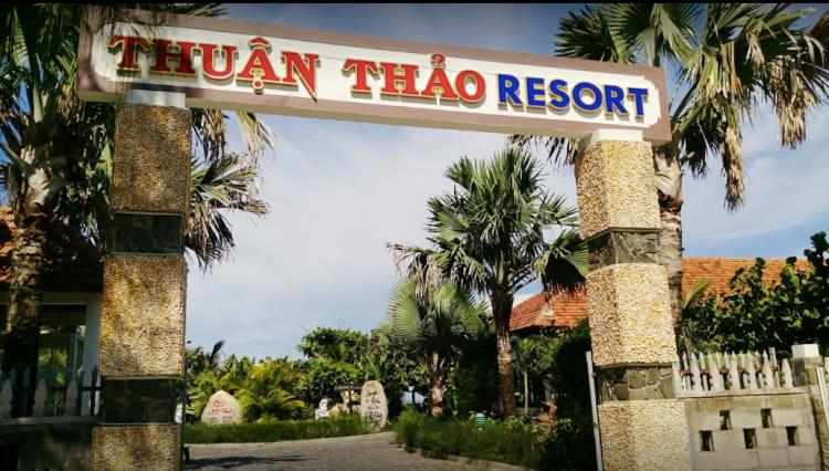 Cổng vào khu resort Thuận Thảo. Ảnh: Ta-Chih Wang.