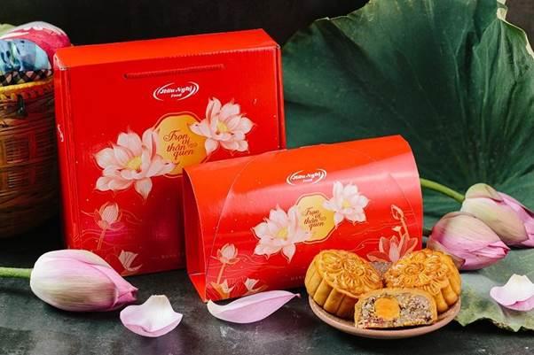 Hộp bánh 4 chiếc và 2 chiếc, khách hàng được tự chọn hương vị.