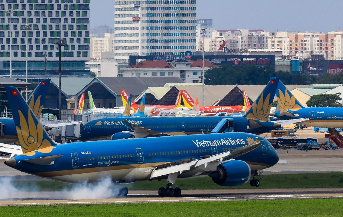 Máy bay đậu tại Sân bay Tân Sơn Nhất. Ảnh: Quỳnh Trần.
