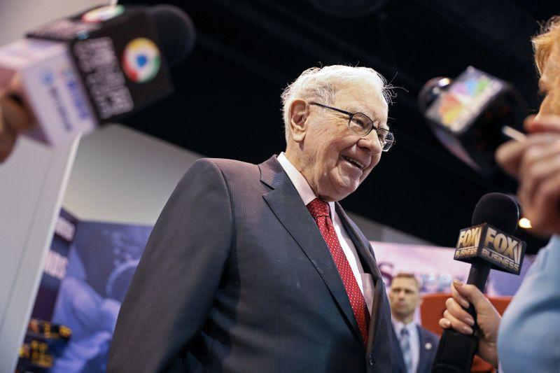 Tỷ phú đầu tư Warren Buffett trong đại hội cổ đông Berkshire năm 2019. Ảnh: Reuters