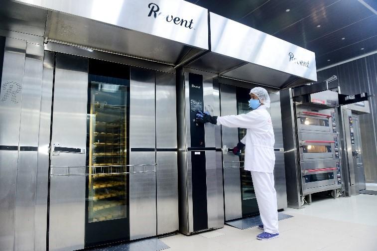 KIDO ứng dụng dây chuyền, công nghệ sản xuất hiện đại, đảm bảo chất lượng bánh trung thu. Ảnh: KIDO.