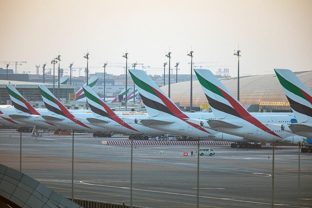 Máy bay của Emirates đỗ tại sân bay quốc tế Dubai. Ảnh: Bloomberg.