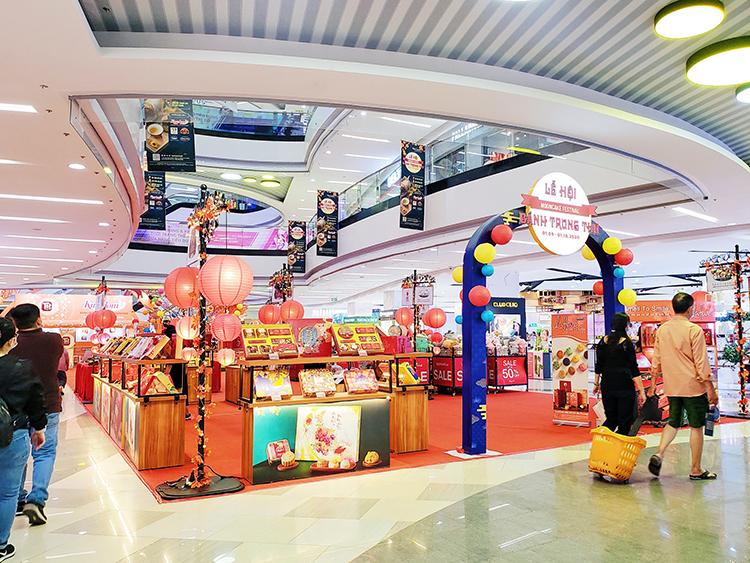 Một góc lễ hội bánh trung thu tại Vạn Hạnh Mall.
