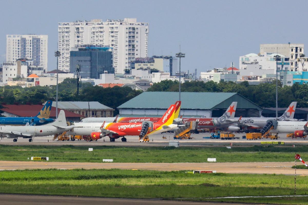 Sân bay đậu ở sân bay Tân Sơn Nhất hồi tháng 3 do ảnh hưởng dịch Covid-19. Ảnh: Quỳnh Trần.