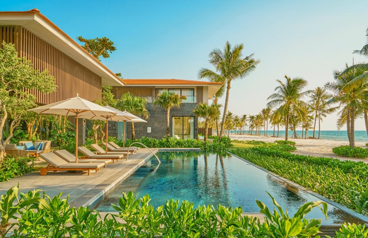 Bể bơi của dinh thự tổng thống tại InterContinental Phu Quoc Long Beach Resort