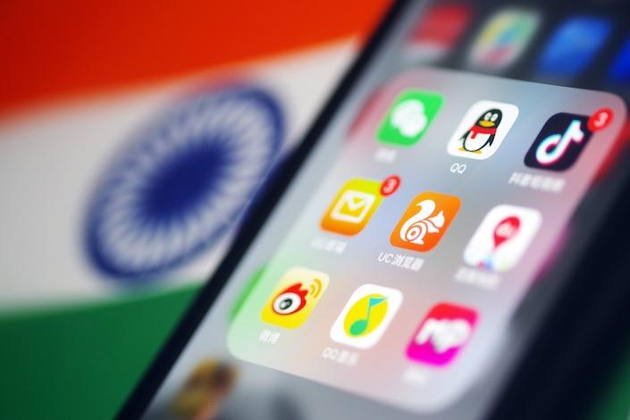 Biểu tượng một số ứng dụng của Trung Quốc trên màn hình điện thoại. Ảnh: Caixin