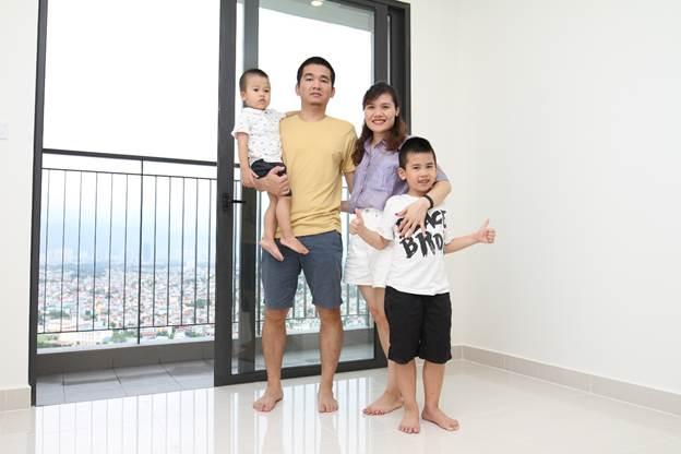 Gia đình một cán bộ nhân viên của FPT Software tại căn hộ mới.
