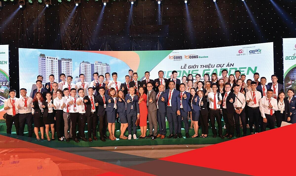 Tinh thần đồng đội gắn kết tạo nên thành công trong kinh doanh của Sao Việt.