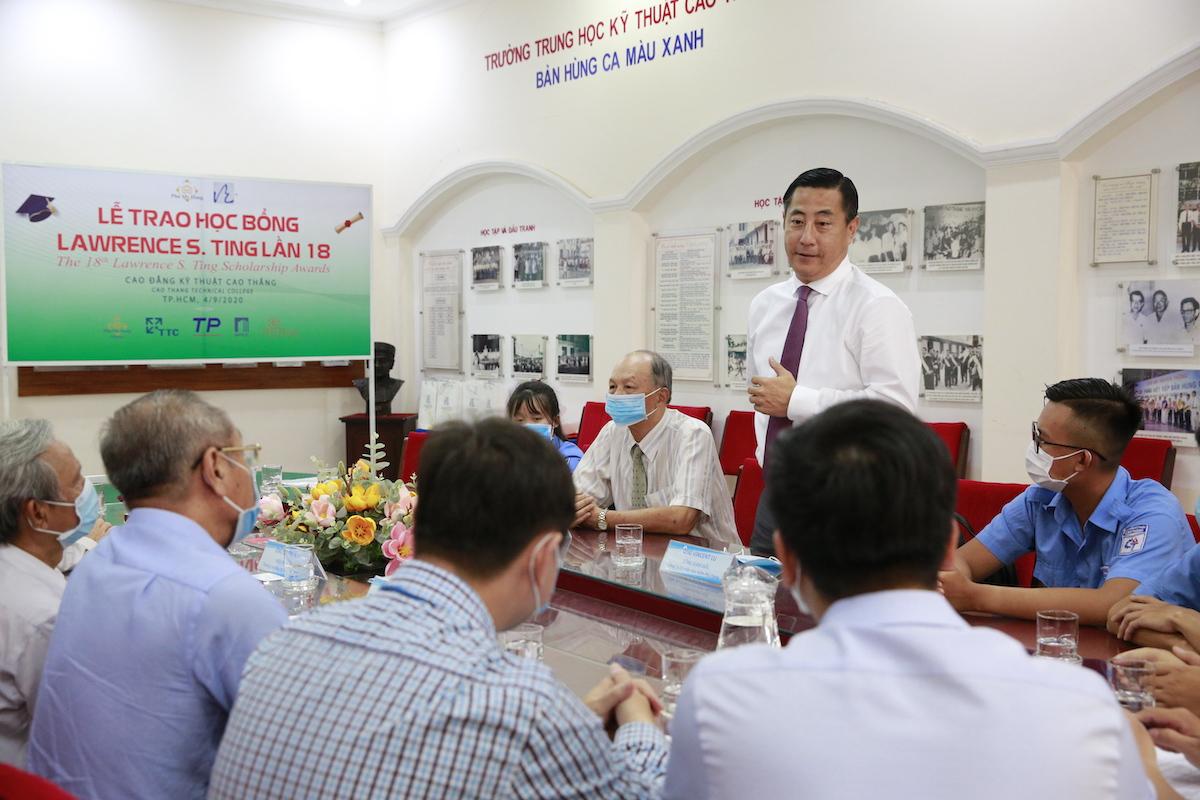 Ông Vincent Lu, Tổng giám đốc Công ty Bảo hiểm Phú Hưng, phát biểu trong buổi trao học bổng ngày 4/9 rằng ông hy vọng học bổng sẽ giúp sinh viên có thêm động lực phấn đấu trong tương lai. Ảnh: Nguồn.