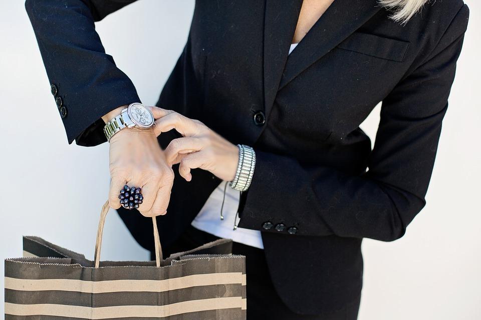 Không phải sếp nào cũng cho phép linh động thời gian lo cho việc nhà của nhân viên. Ảnh: Pixabay