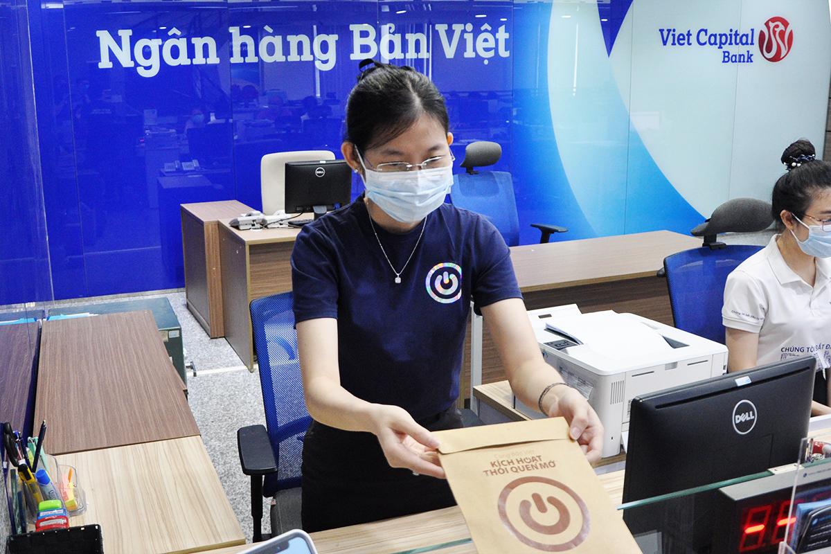 Để biết thêm thông tin, khách hàng liên hệ chi nhánh, phòng giao dịch gần nhất của ngân hàng Bản Việt, truy cập website hoặc gọi hotline 1900555596.
