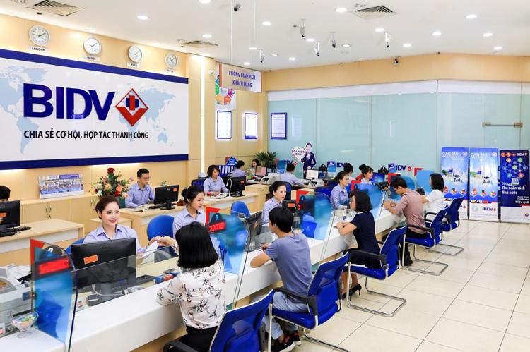 Giao dịch tại ngân hàng BIDV.
