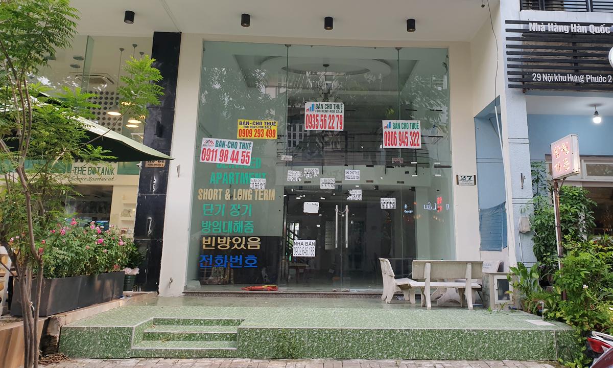 Một căn nhà phố từng hoạt động theo mô hình khách sạn - căn hộ dịch vụ tại phố Hàn Quốc, quận 7, thuộc khu Phú Mỹ Hưng đang đóng cửa tìm khách thuê hoặc rao bán. Ảnh: Trung Tín.