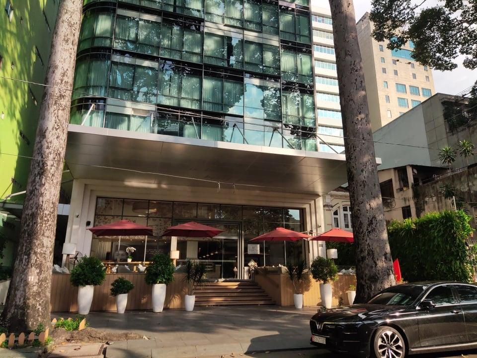 Khách sạn Fusion suites Saigon trên đường Sương Nguyệt Ánh, quận 1, đang rao bán với giá 50 triệu USD (1.165 tỷ đồng). Ảnh: Nguyễn Nam.