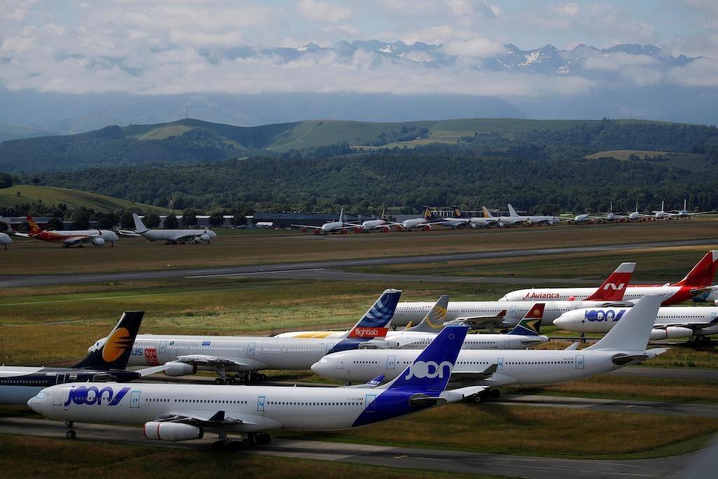 Máy bay đỗ tại khu bảo quản và tái chế máy bay của công ty Tarmac Aerosave của Pháp trong mùa dịch. Ảnh: Reuters
