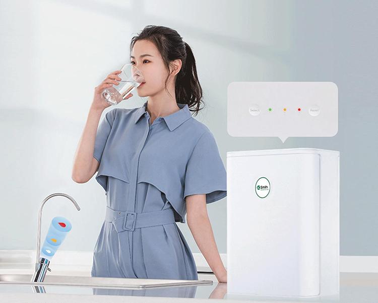 Người dùng sử dụng nước từ máy S600.