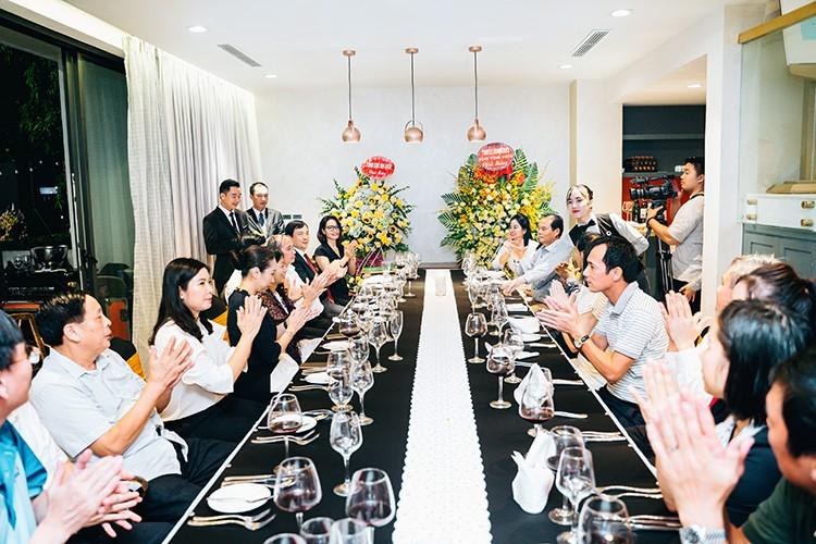 Các đại diện DIC Vĩnh Phúc và khách mời tại sự kiện công bố khách sạn chuẩn 5 sao.