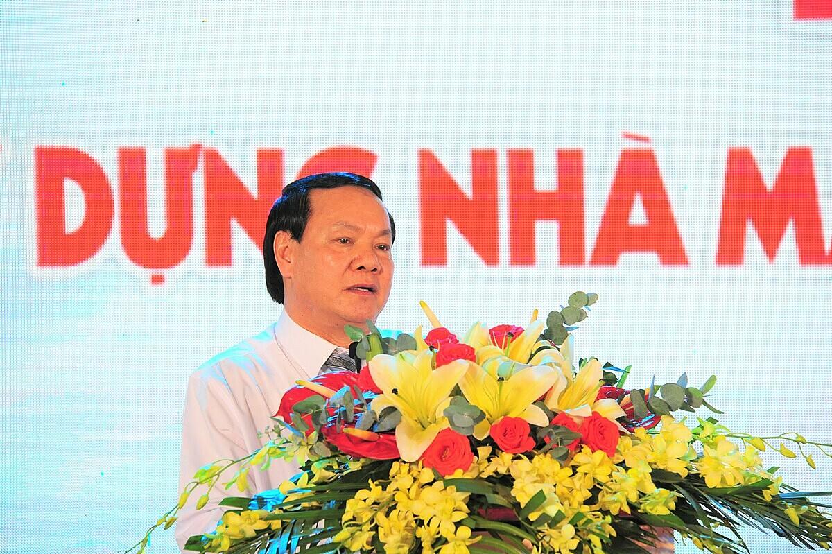 Ông Lê Thanh Thuấn - Tổng giám đốc Tập đoàn Sao Mai cam kết sẽ hoàn thành tổng thể nhà máy điện mặt trời Sao Mai đúng tiến độ.