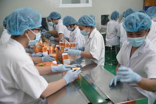 Khâu đóng gói sản phẩm tại nhà máy sản xuất sản phẩm Alaishy Việt Nam.