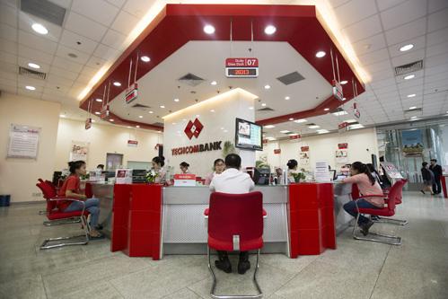 Không gian tại một phòng giao dịch của Techcombank.