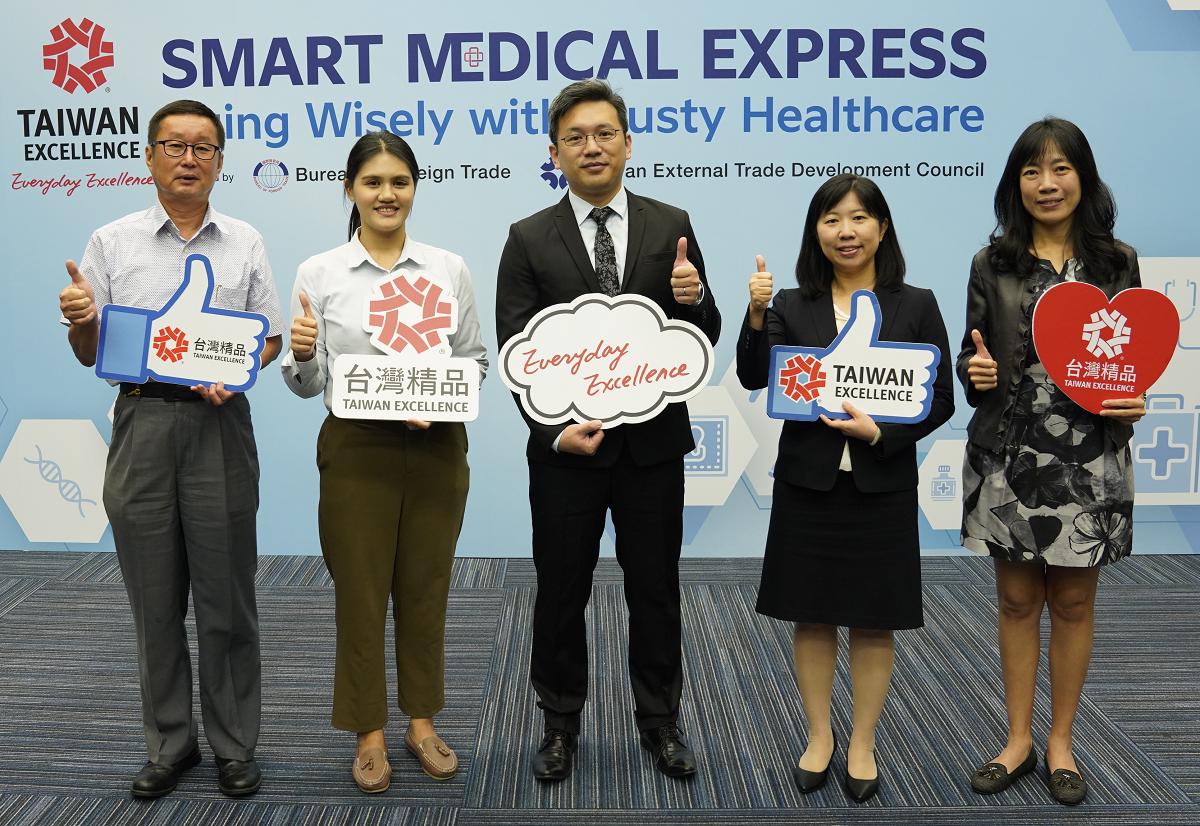 Đại diện các doanh nghiệp tham gia sự kiện trực tuyến giới thiệu các sản phẩm thiết bị chăm sóc sức khỏe thông minh. Ảnh: TAITRA.