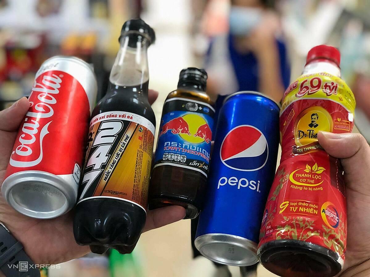 5 sản phẩm đồ uống không cồn tiêu biểu của Coca-Cola, Masan, Redbull, PepsiCo và Tân Hiệp Phát. Ảnh: Tuấn Tú.