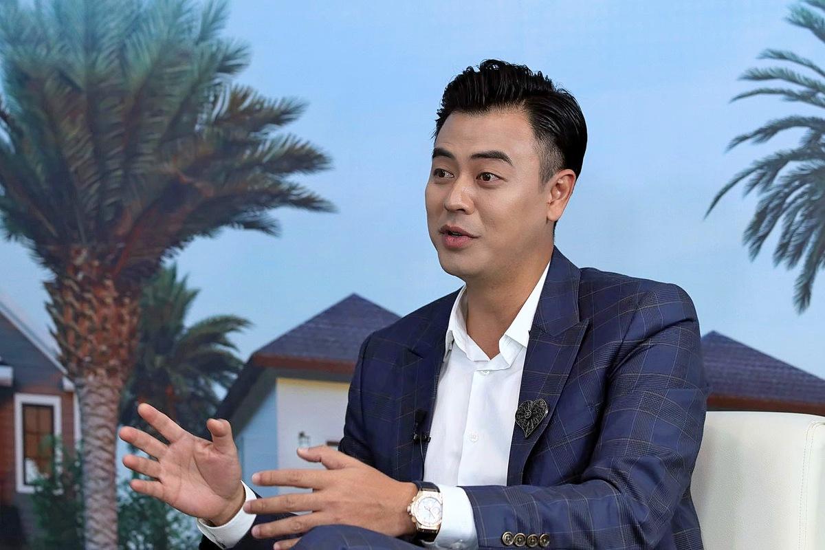 Người dẫn chương trình, diễn viên Tuấn Tú chia sẻ từ góc nhìn của một nhà đầu tư bất động sản. Ảnh: Ngọc Thành.