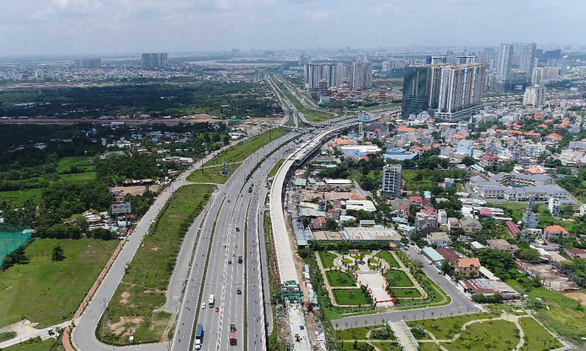 Thị trường bất động sản quanh tuyến Metro đầu tiên của TP HCM. Ảnh: Quỳnh Trần.
