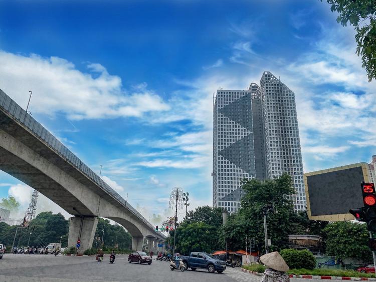 Tòa tháp Thiên Niên Kỷ nằm ở trung tâm quận Hà Đông.