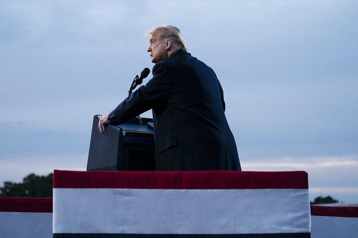 Ông Donald Trump trong một buổi vận động trực tiếp. Ảnh: AP