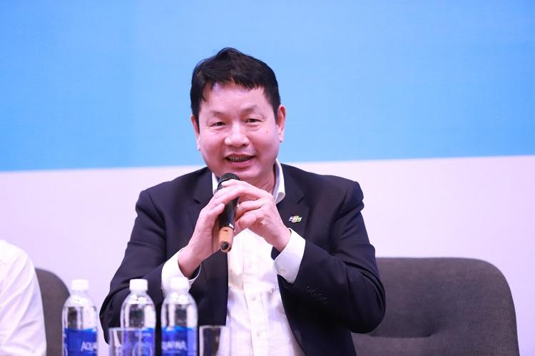 Ông Trương Gia Bình, Phó Chủ tịch Hội đồng tư vấn cải cách thủ tục hành chính, Chủ tịch HĐQT FPT, đặt ra câu hỏi mở cho các diễn giả tại hội thảo.
