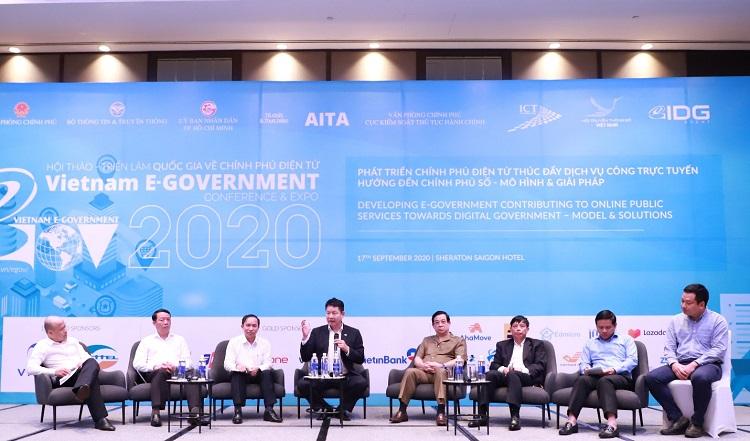Các đại biểu tham dự phiên Tọa đàm cấp cao với chủ đề Giải pháp công nghệ góp phần nâng cao hiệu quả Cổng dịch vụ công trực tuyến và phát triển chính phủ số