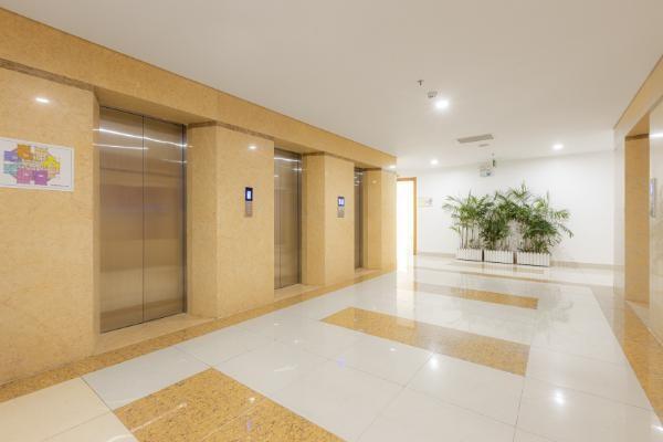 Mỗi tầng dự án có 8 căn hộ, 4 thang máy và sảnh chờ thang máy rộng 3.5m2