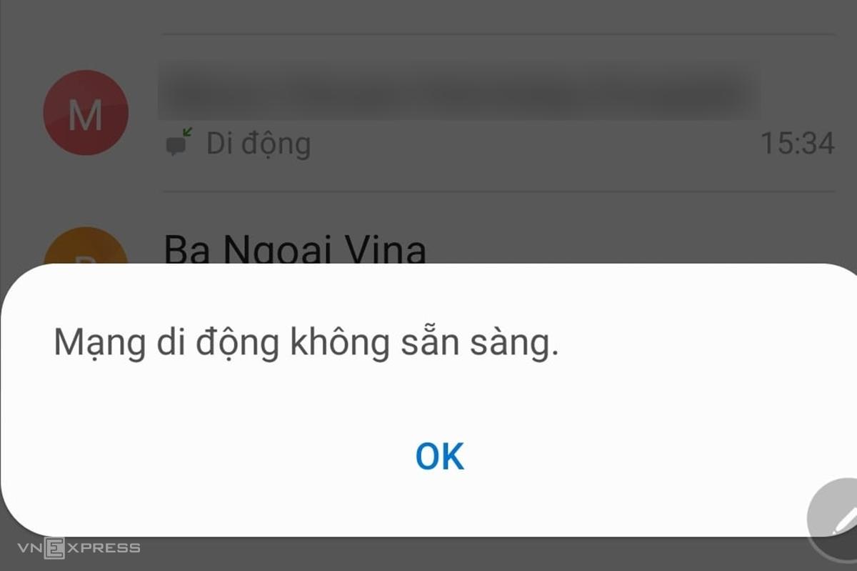 Màn hình điện thoại của chủ thuê bao MobiFone thông báo mạng di động không khả dụng lúc 18h ngày 29/9. Ảnh nhân vật cung cấp.