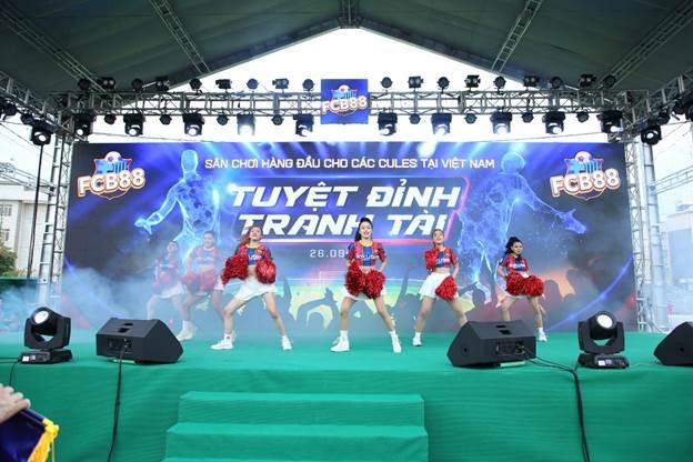 Ngày hội bóng đá Tuyệt đỉnh tranh tài là sự kiện thể thao được tổ chức bởi FCB88 -  cộng đồng dành cho các Cules (cổ động viên đội tuyển Barcelona) tại Việt Nam. FCB88 - Cules Of Family được xây dựng nhằm kết nối và tạo sân chơi dành cho cộng đồng fan Barca tại Việt Nam.
