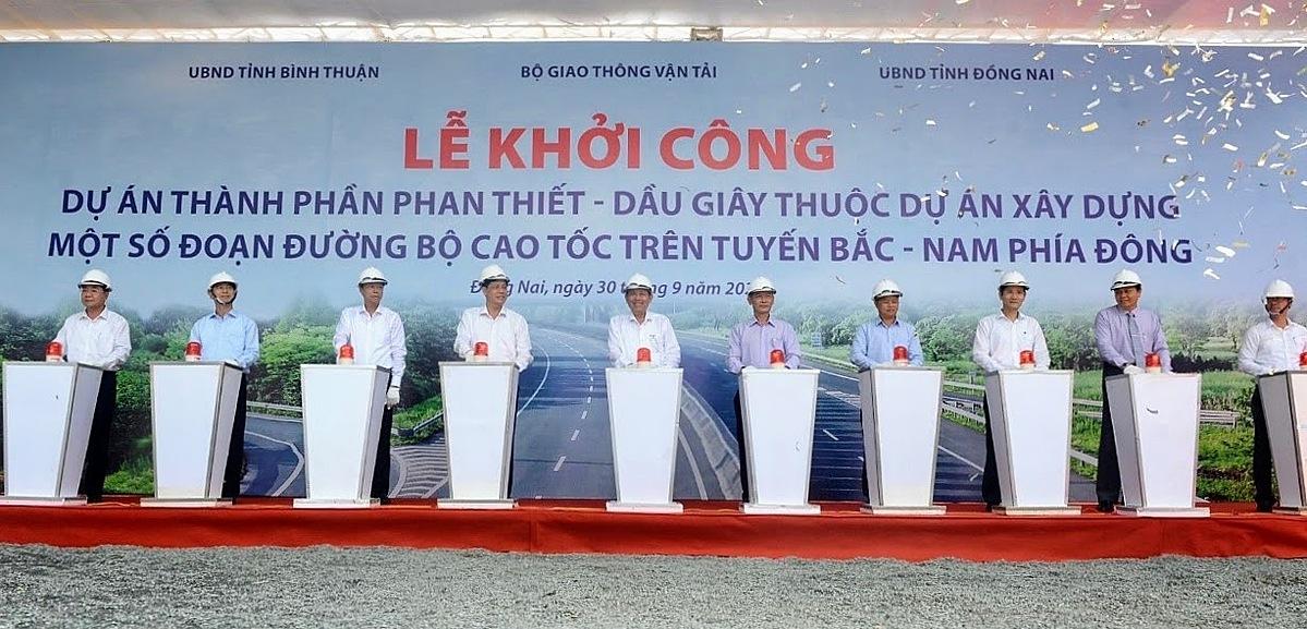 Cao tốc Dầu Giây - Phan Thiết chính thức khởi công sáng ngày 30/9. Ảnh: Thuận Thắng.