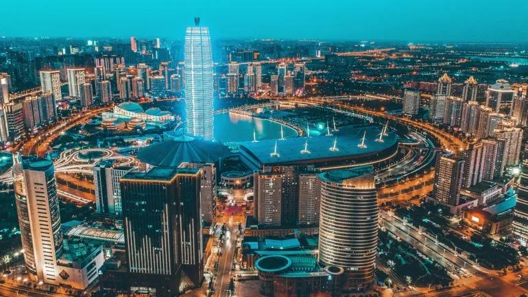 Trung tâm thành phố Trịnh Châu, được mệnh danh là iPhone City. Ảnh: AP.