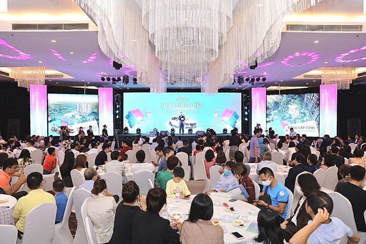 Sự kiện Lễ tri ân khách hàng và bốc thăm may mắn dự án Mipec Rubik360 thu hút hơn 1000 khách hàng.