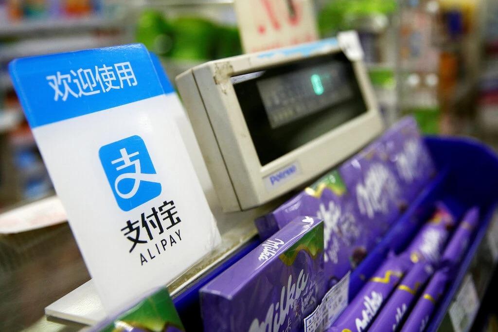 Một điểm chấp nhận thanh toán bằng ứng dụng Alipay của Ant Group. Ảnh: Reuters.