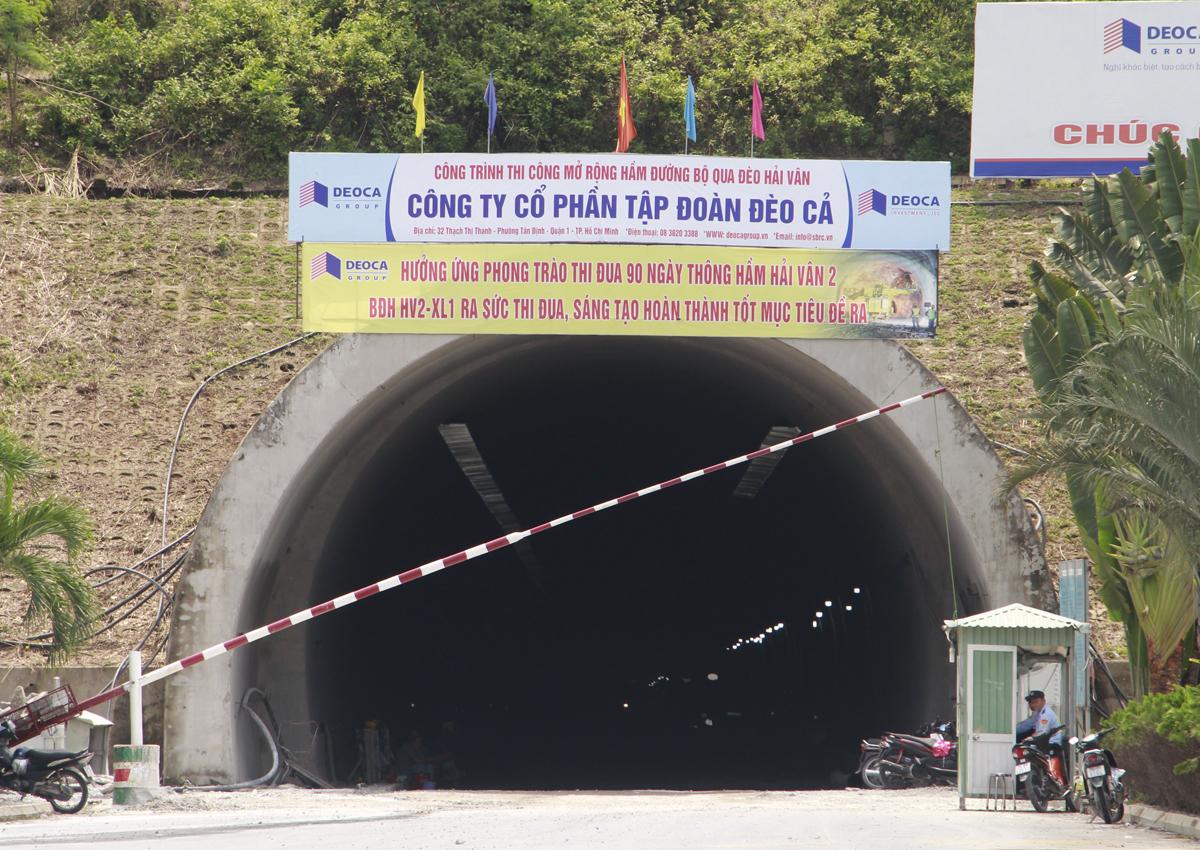 Hầm Hải Vân 2 giúp giảm tải cho hầm Hải Vân hiện nay. Ảnh: Võ Thạnh.