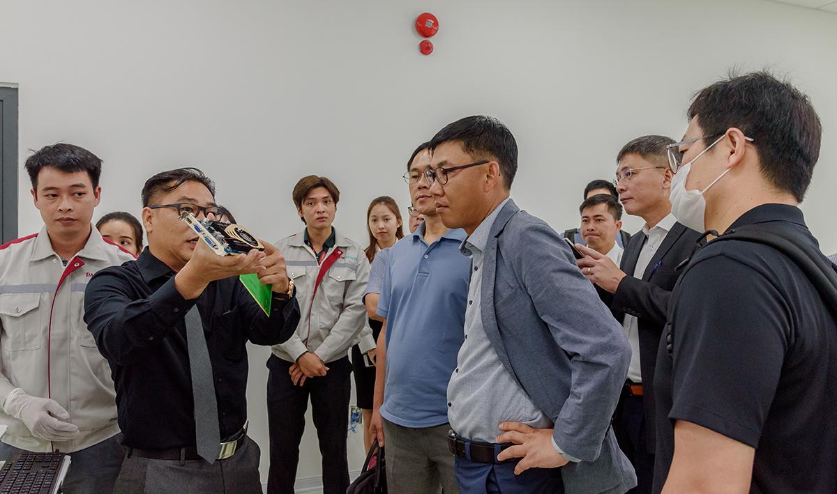 Đại diện LG Electronics Việt Nam khảo sát thực tế tại Khu Công nghệ thông tin tập trung Đà Nẵng (DITP - Danang IT Park) vào sáng ngày 7/10. Ảnh: Trungnam Group.