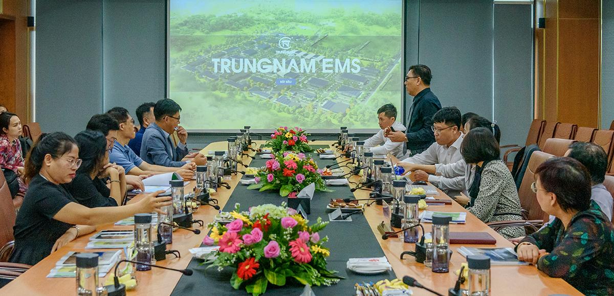 Buổi làm việc giữa đại diện Trungnam Group và LG Electronics Việt Nam. Ảnh: Trungnam Group.