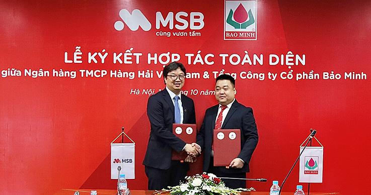 Ông Nguyễn Hoàng Linh, Tổng Giám đốc MSB và ông Vũ Anh Tuấn, Tổng Giám đốc Bảo Minh ký kết hợp tác toàn diện. Ảnh: MSB.