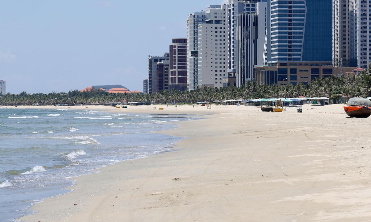 Thị trường bất động sản nghỉ dưỡng gần bãi biển Mỹ Khê. Ảnh: Nguyễn Đông.